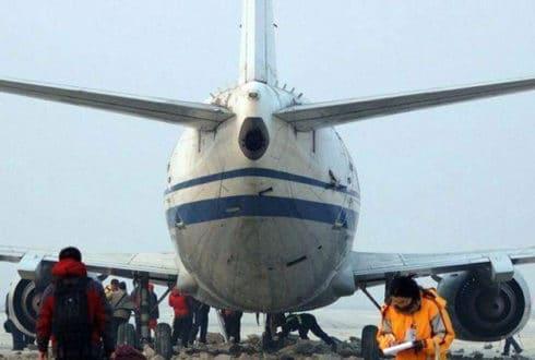 Boeing 737 Desgovernado é parado com Segurança por Concreto Celular